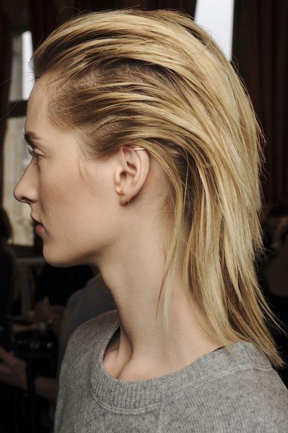 účesy pre polodlhé vlasy