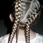 3-tri-vrkoce-dievcenske-vlasy