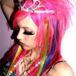 emo-holky-ruzove-vlasy