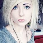 emo-uces-polodlouhe-vlasy