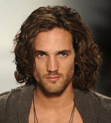 Pánske dlhé vlasy účesy pre mužov