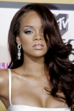 rihanna-aug-2006-sexy-hairstyle