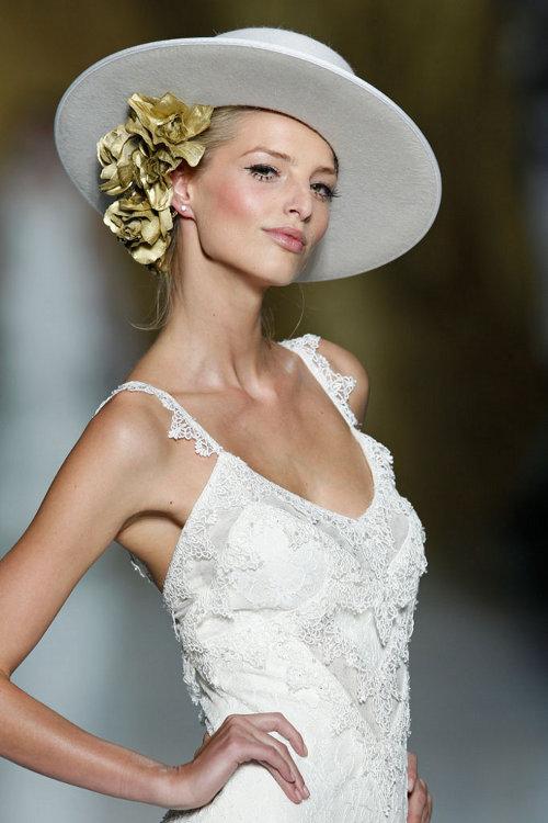 Vlnený biely klobúk pre nevestu
