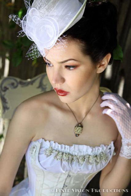 Dekoračný svadobný klobúčik