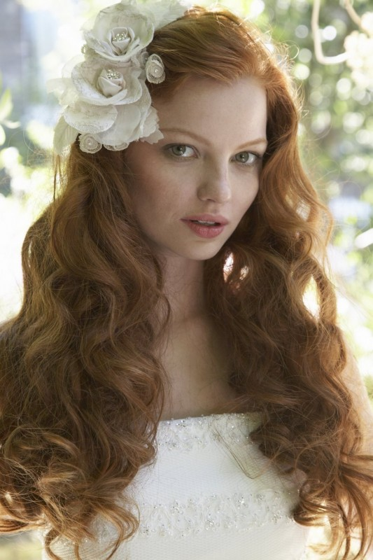 Bridal Hair Down With Flowers : Which wedding hairstyles with flowers are trendy