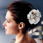 wedding-hairstyle-with-flower