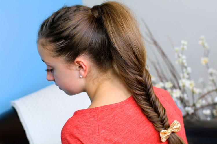 Dievčenský účes pre dlhé vlasy