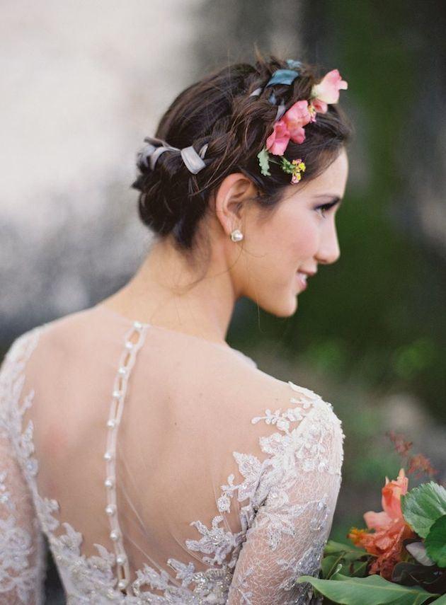 krátké svatební účesy copánky