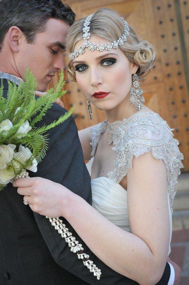 zdobený svatební účes z krátkých vlasů