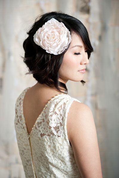 Zvlněný bob krátké účesy nevěsta