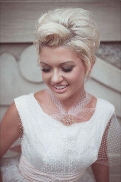 Natupírované krátké vlasy pro nevěstu
