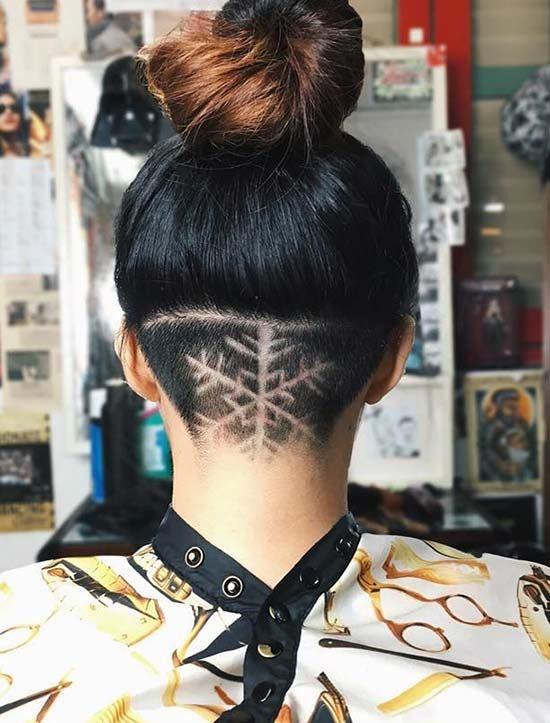 dámské tetování ve vlasech
