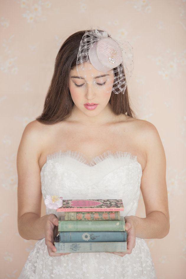 klobouček jako vlasová ozdoba pro nevěstu