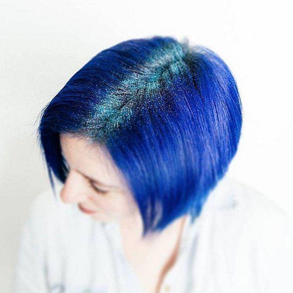 Modré třpytky vlasy dámské