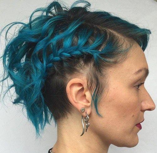 Modré zapletené vlasy