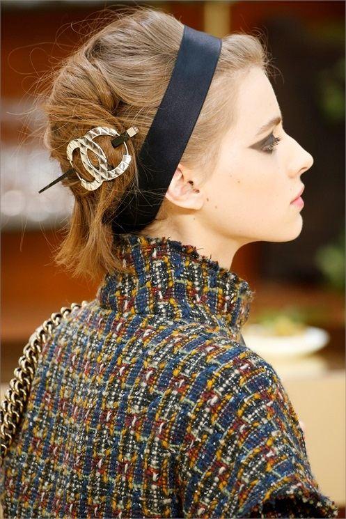 stříbrná spona trendy doplňky vlasy