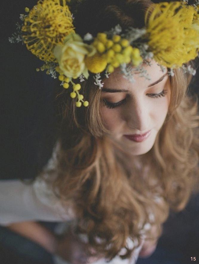 Žlutý květinový věneček.