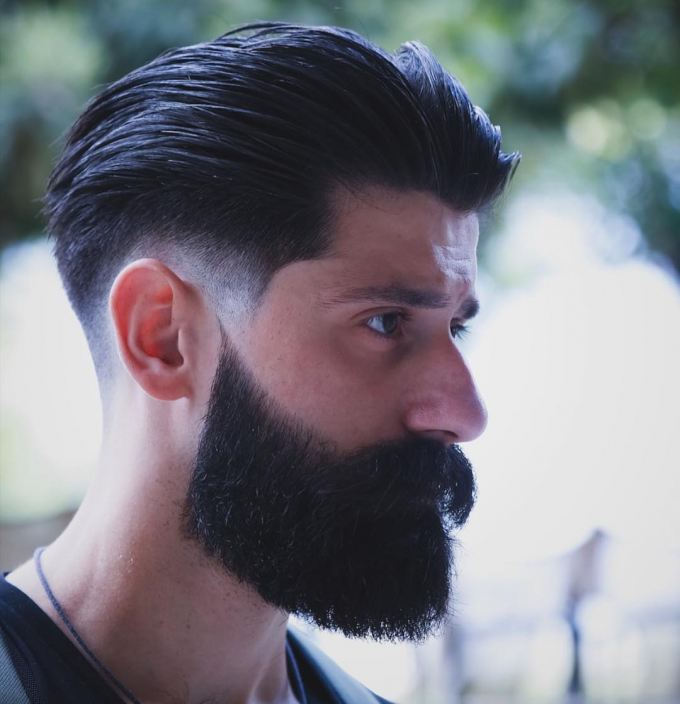 krátky hipsterský zostrih vlasov brady