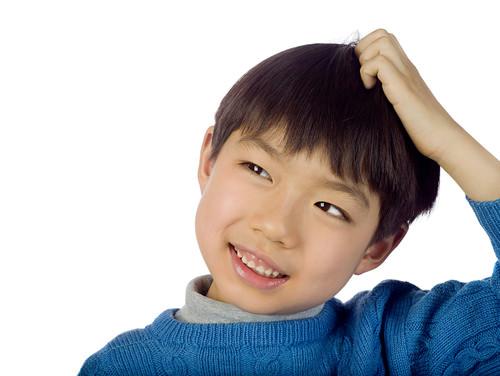 polodlhé chlapčenské účesy pre jemné vlasy