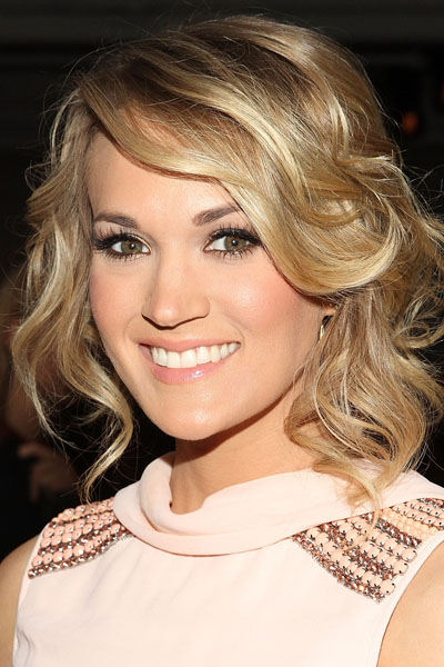 Carrie Underwood romantický účes