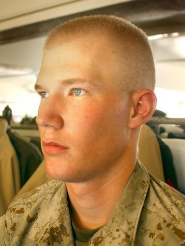 vojenský zostrih vlasov