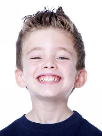 chlapčenský účes s ofinou