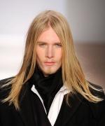 dlouhe-panske-vlasy-blond
