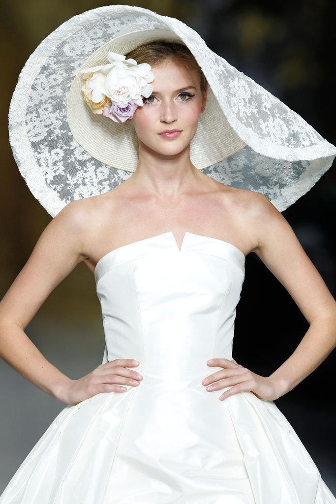 Svatební účesy s kloboukem