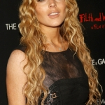 11-lindsay-blond-cabello