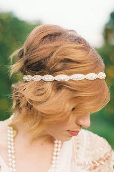 Zvlněné vlasy pro nevěstu krátké