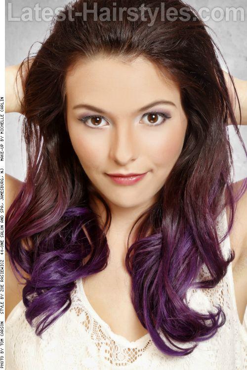 Fialové pramínky vlasů