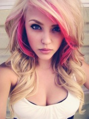 pink_blonde_hairstyle