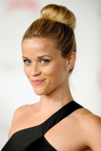 reese-witherspoon-donut-hairstyle