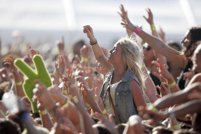 vlasy festival hudební účesy